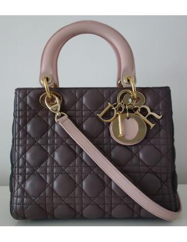 Sac à main Dior Lady Dior grand modèle en cuir matelassé rose