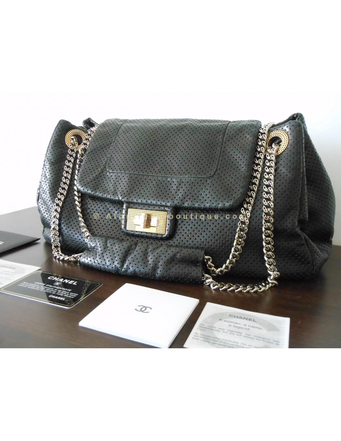 Sac chanel jumbo noir atoutluxe boutique for Sac chanel interieur
