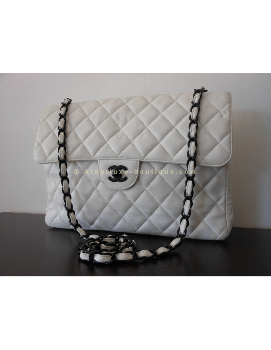 Sac chanel mademoiselle blanc gm atoutluxe boutique for Sac chanel interieur