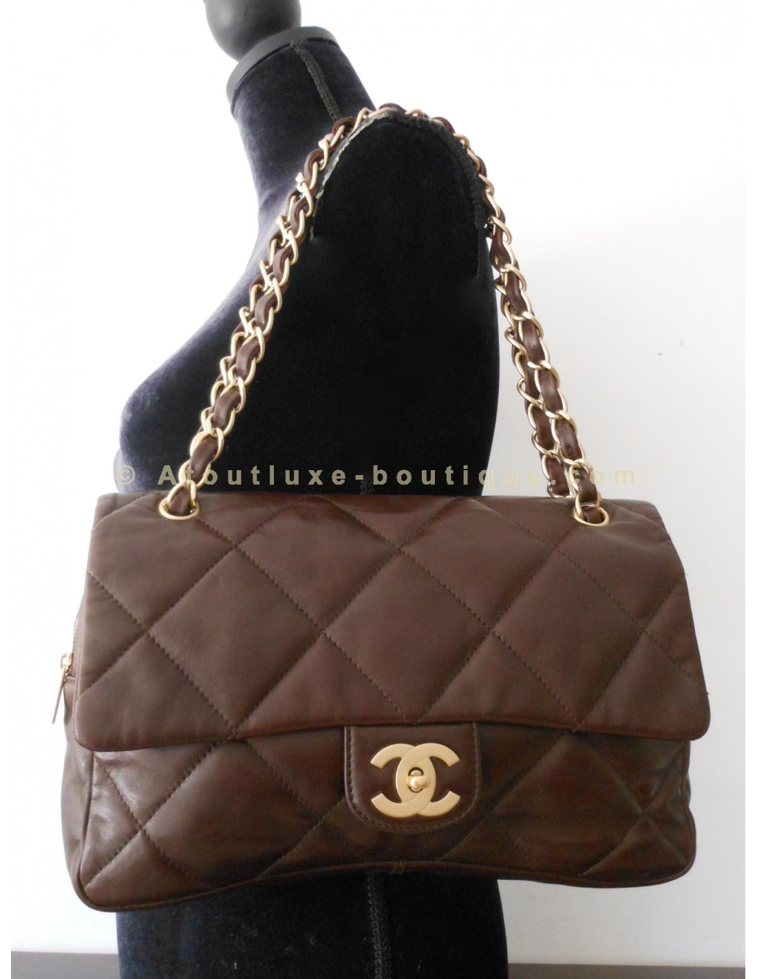 Sac chanel timeless grand modele chocolat atoutluxe boutique for Sac chanel interieur