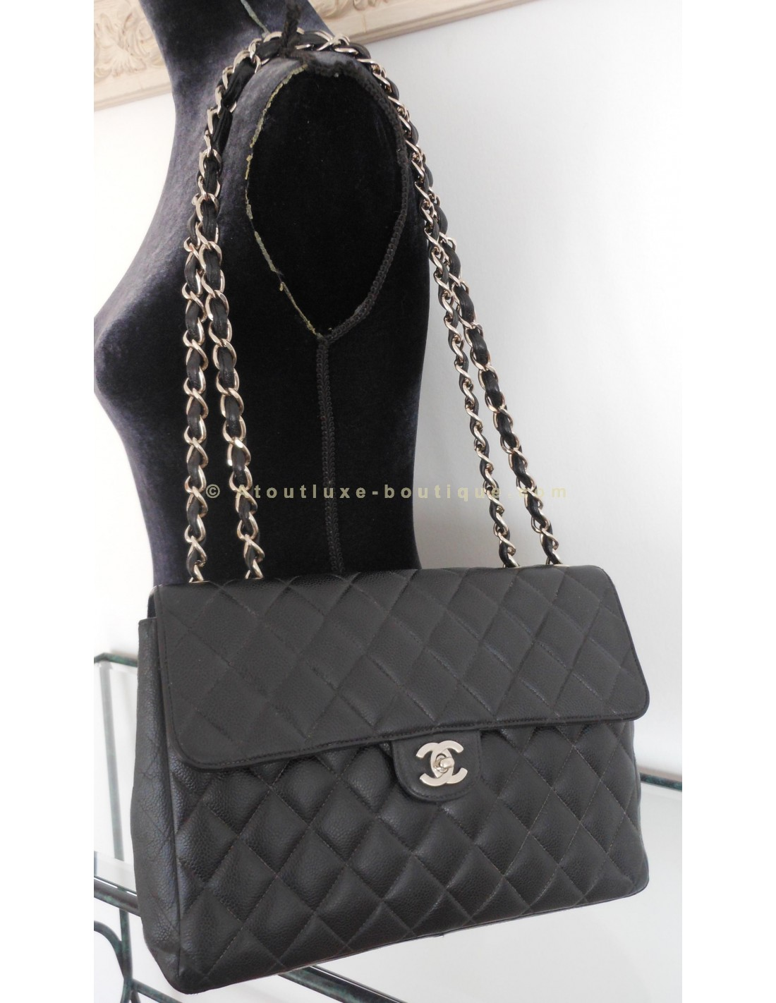 Sac chanel timeless grand modele atoutluxe boutique for Sac chanel interieur