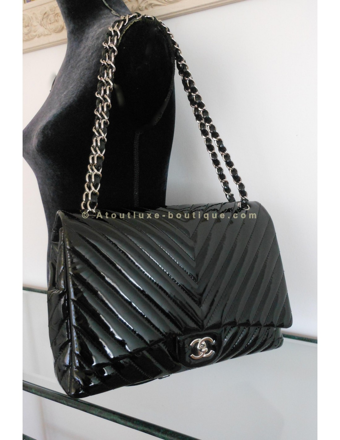 Sac chanel jumbo chevron atoutluxe boutique for Sac chanel interieur