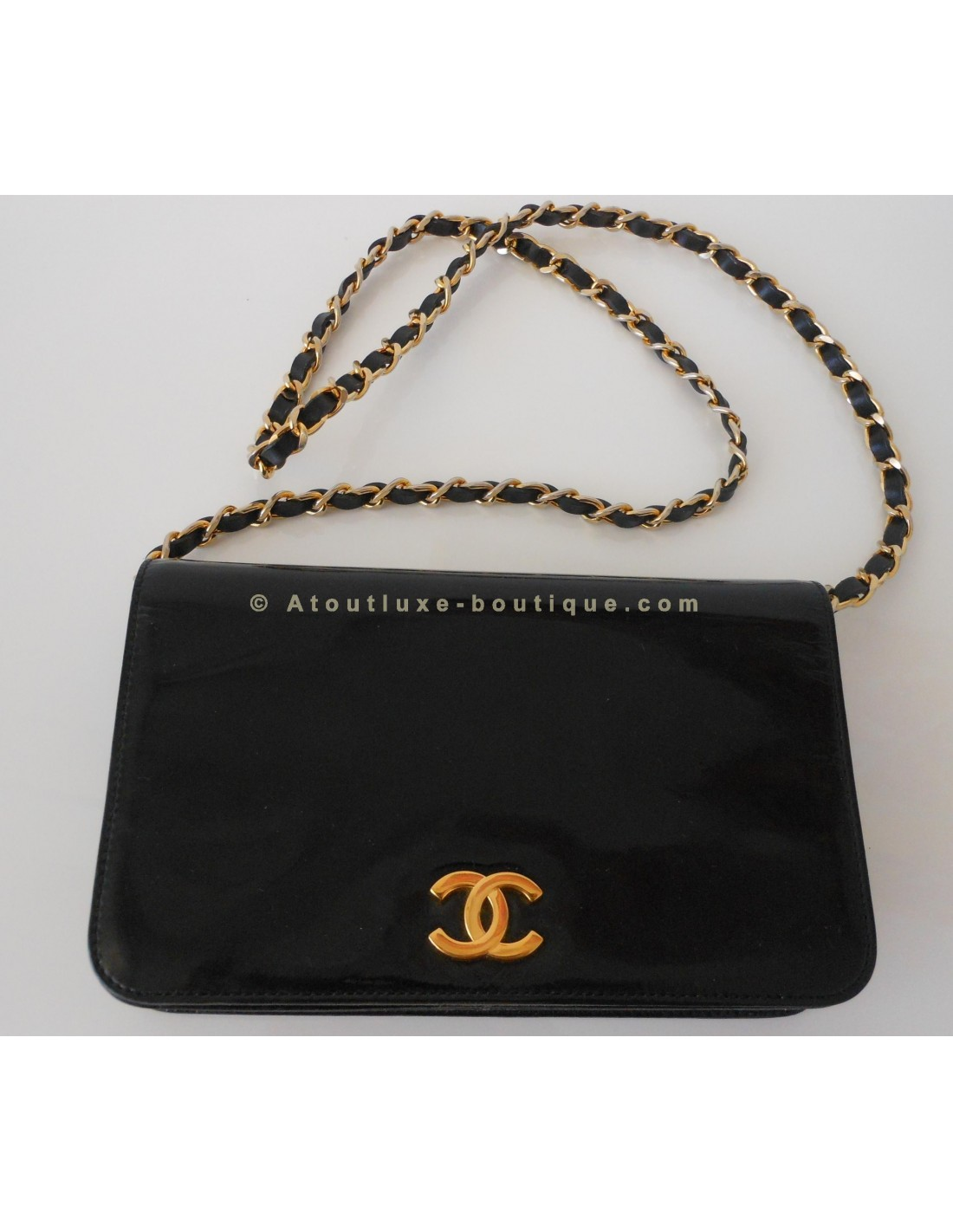 Sac chanel verni noir atoutluxe boutique for Sac chanel interieur